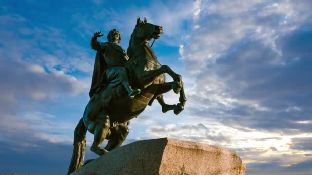 St. Petersburg. Socha bronzová jezdec. čas kola.