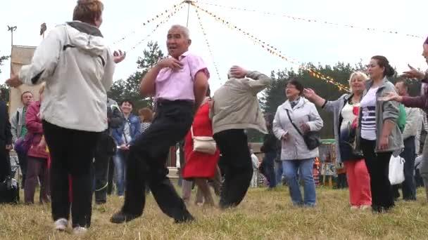Tanz. das muslimische Fest eid al adha. Saint-petersburg. 8.07.2017