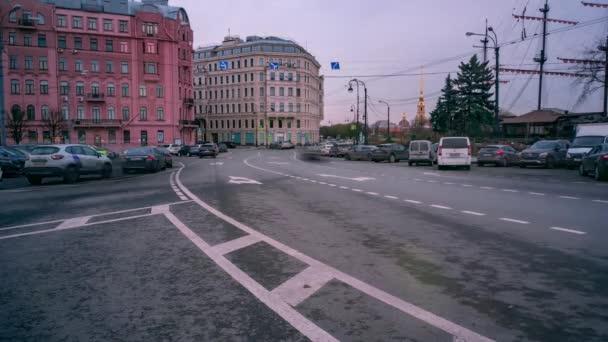 Provoz na ulicích velkoměsta. Včasná