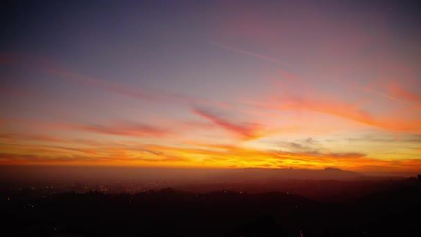 Čas západu slunce nad městem La