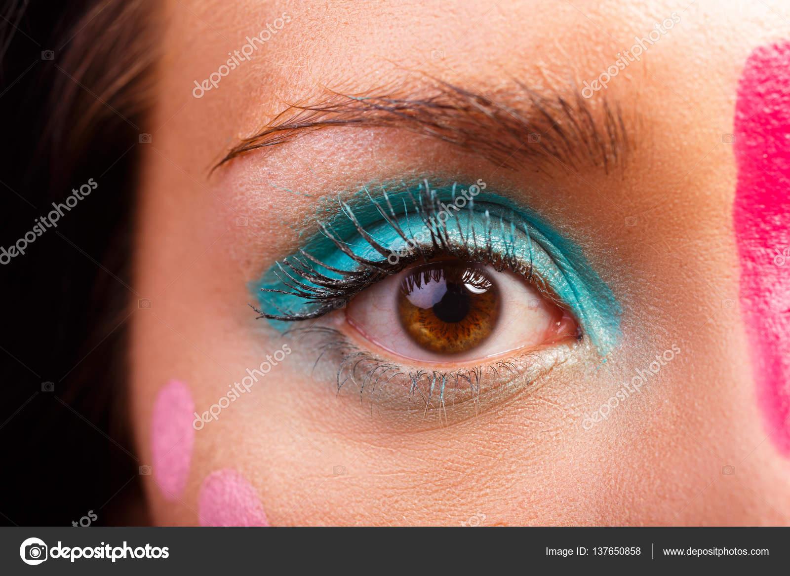 Parlak Göz Makyajı Nasıl Yapılır