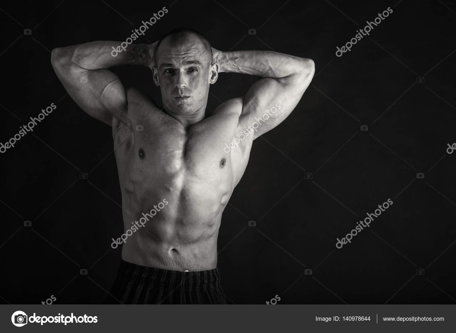 mężczyźni dający kobietom seks oralny