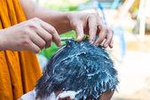 Holení vlasy buddhistický mnich
