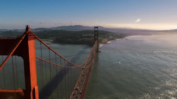 Nagy festői vörös acél Golden Gate híd San Francisco vad természet hegyi hegy légi drón látkép