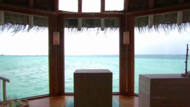 Gyönyörű állandó kilátás luxus üdülőhely bungaló apartman ablak türkiz óceán trópusi Maldív-szigetek sziget paradicsom