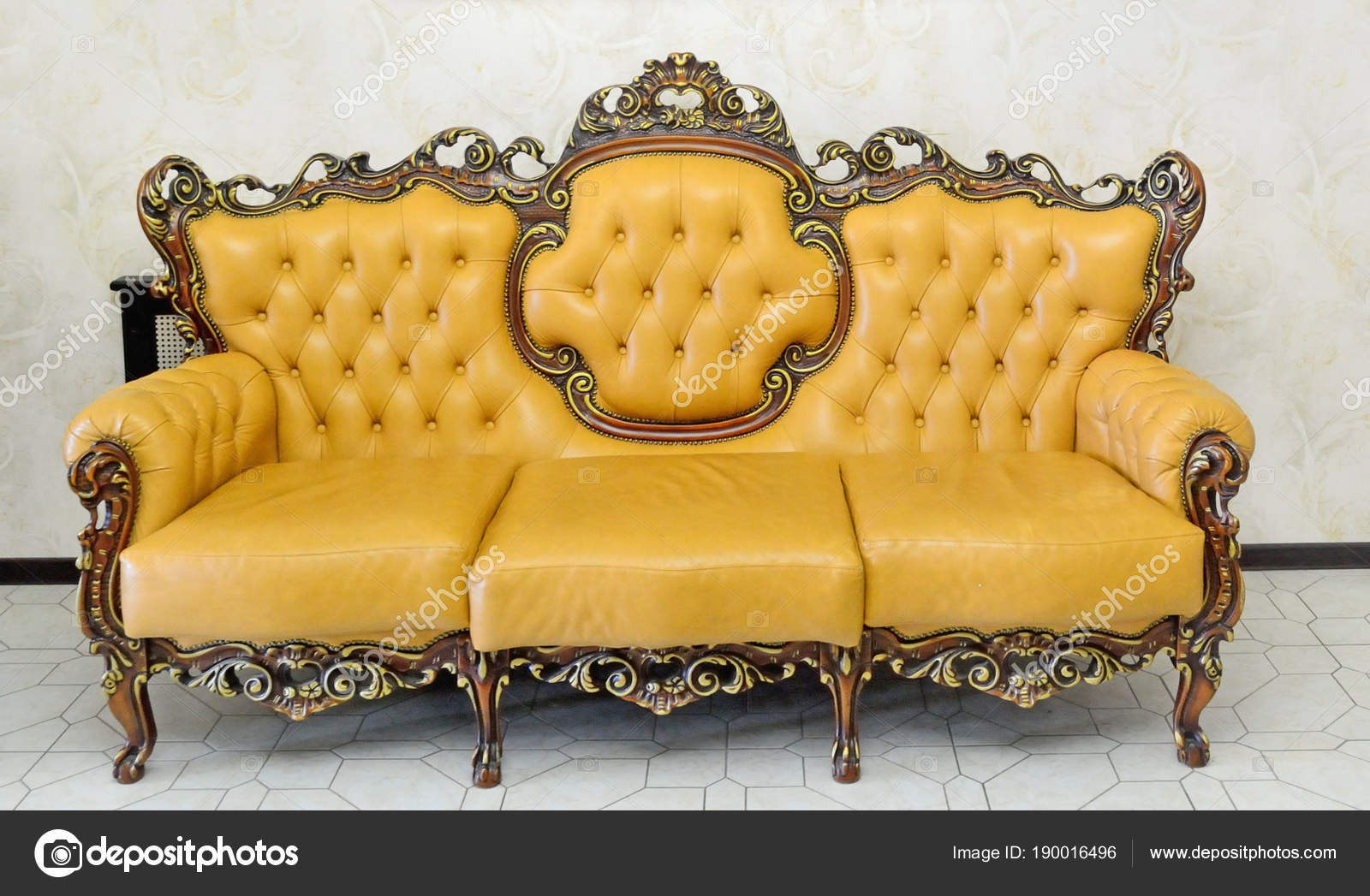 - Sofa In Classic Style Bright Yellow Color — Stock Photo