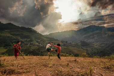 Children playing in rice terrace