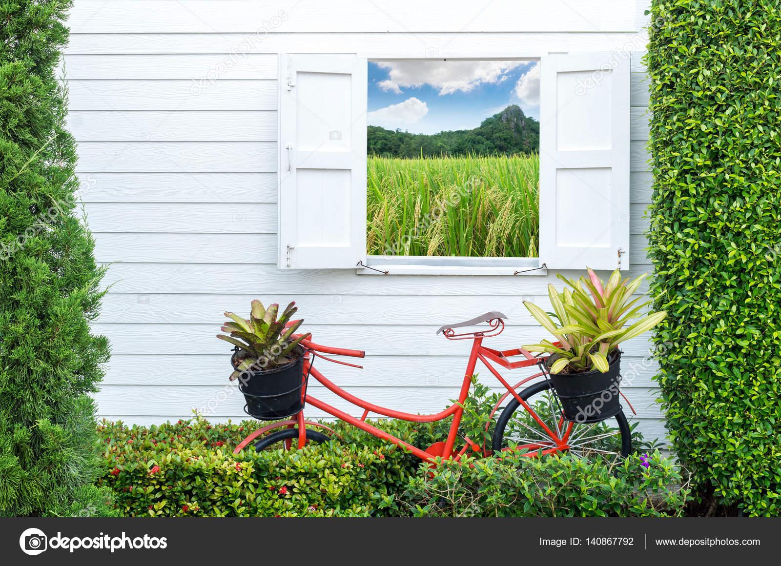 Decorate gardening with bicycle — Stock Photo © Tzido #140867792