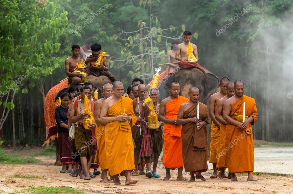 正体不明の僧侶と仏教徒  — ストックエディトリアル編集用写真