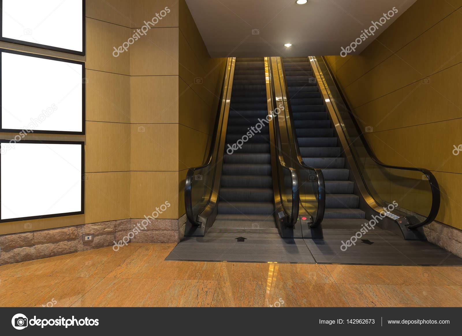 marco en sala metro — Fotos de Stock © Tzido #142962673