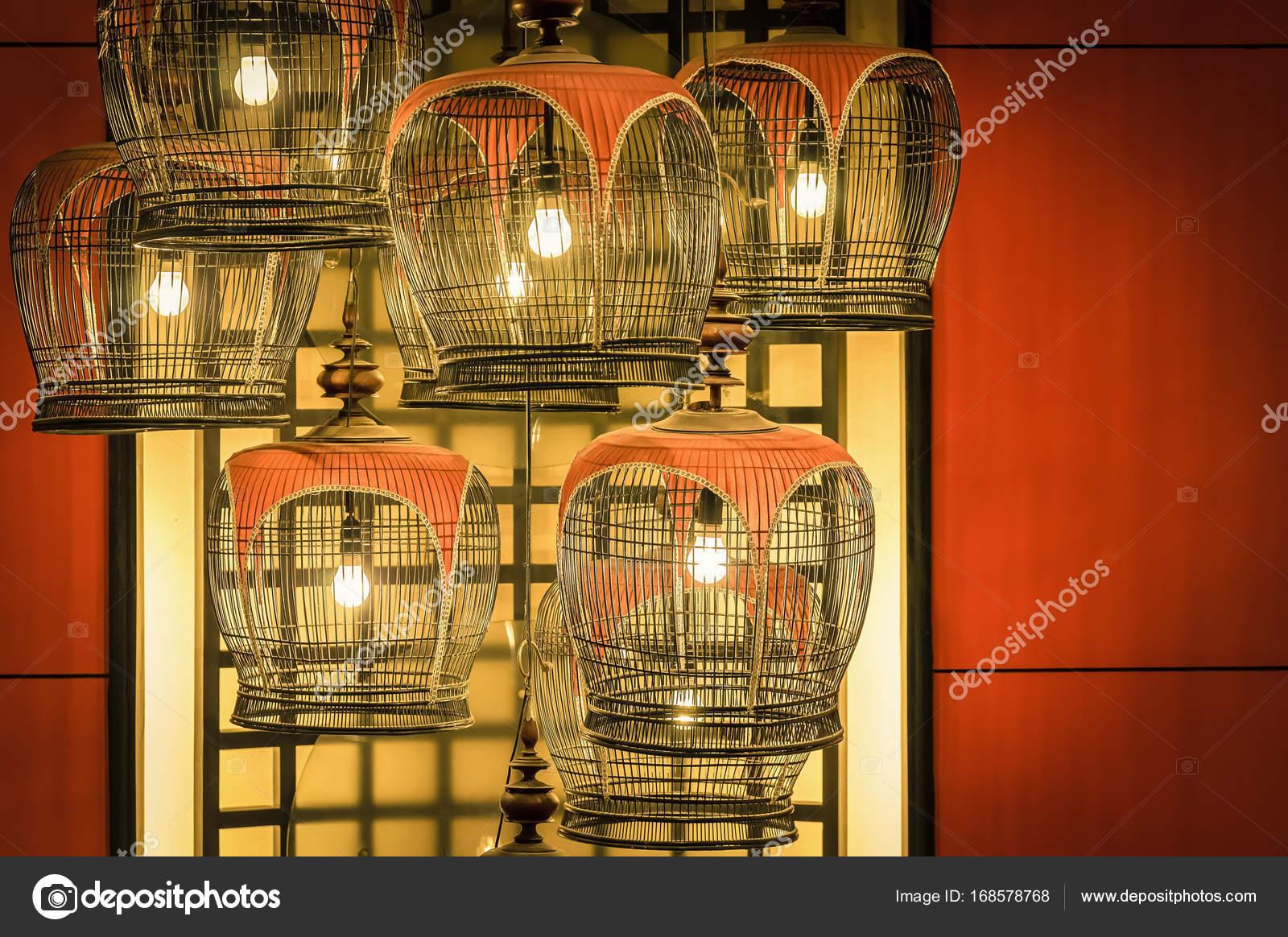 décorations de lampe cage oiseau — Photographie Tzido © #168578768