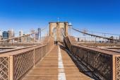 Brooklynský most ve dne, kdy Sparse turisté v koronaviru nebo covid19 vypuknutí situace, Slavné památky v New Yorku, USA nebo Spojených státech amerických, Cestovní a cestovní ruch koncept