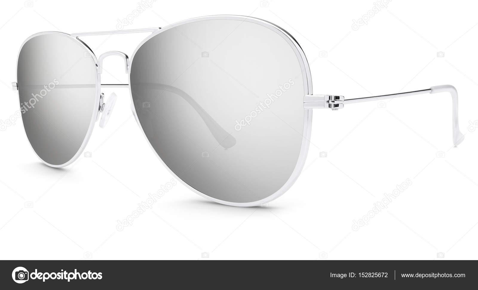 41e42b8475 Ασημένια γυαλιά ηλίου φακούς γκρι καθρέφτη που απομονώνονται σε λευκό φόντο  — Εικόνα από ...