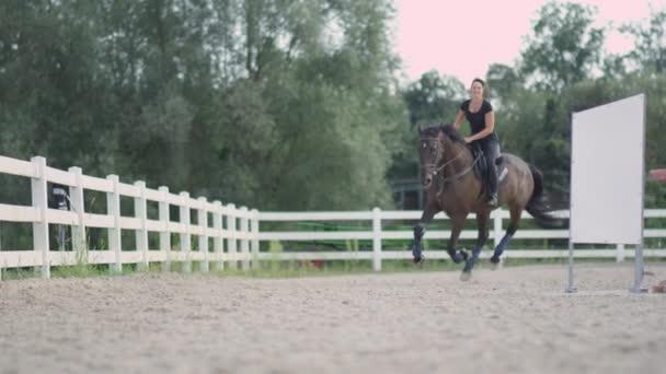 dívka jízda na koni
