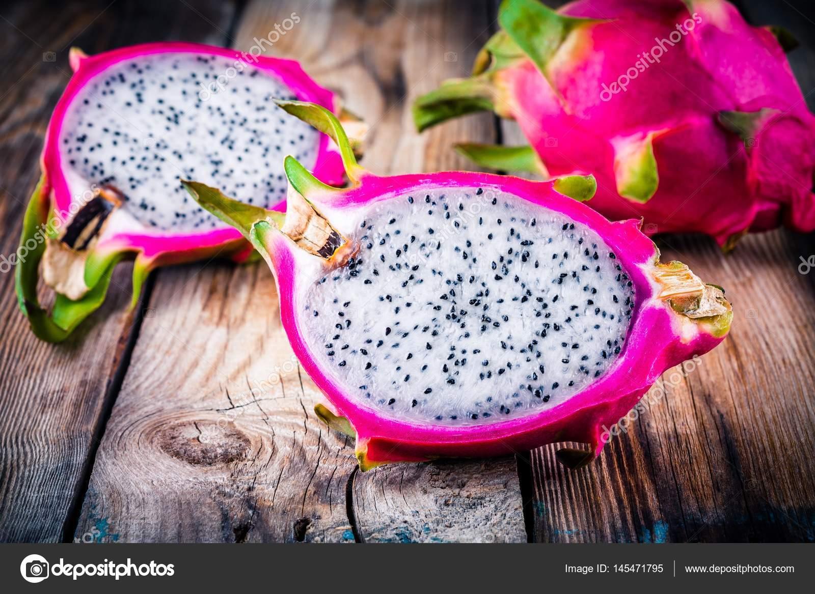 Fruta Tropical Dragon O Pitaya Fotos De Stock C Nblxer 145471795
