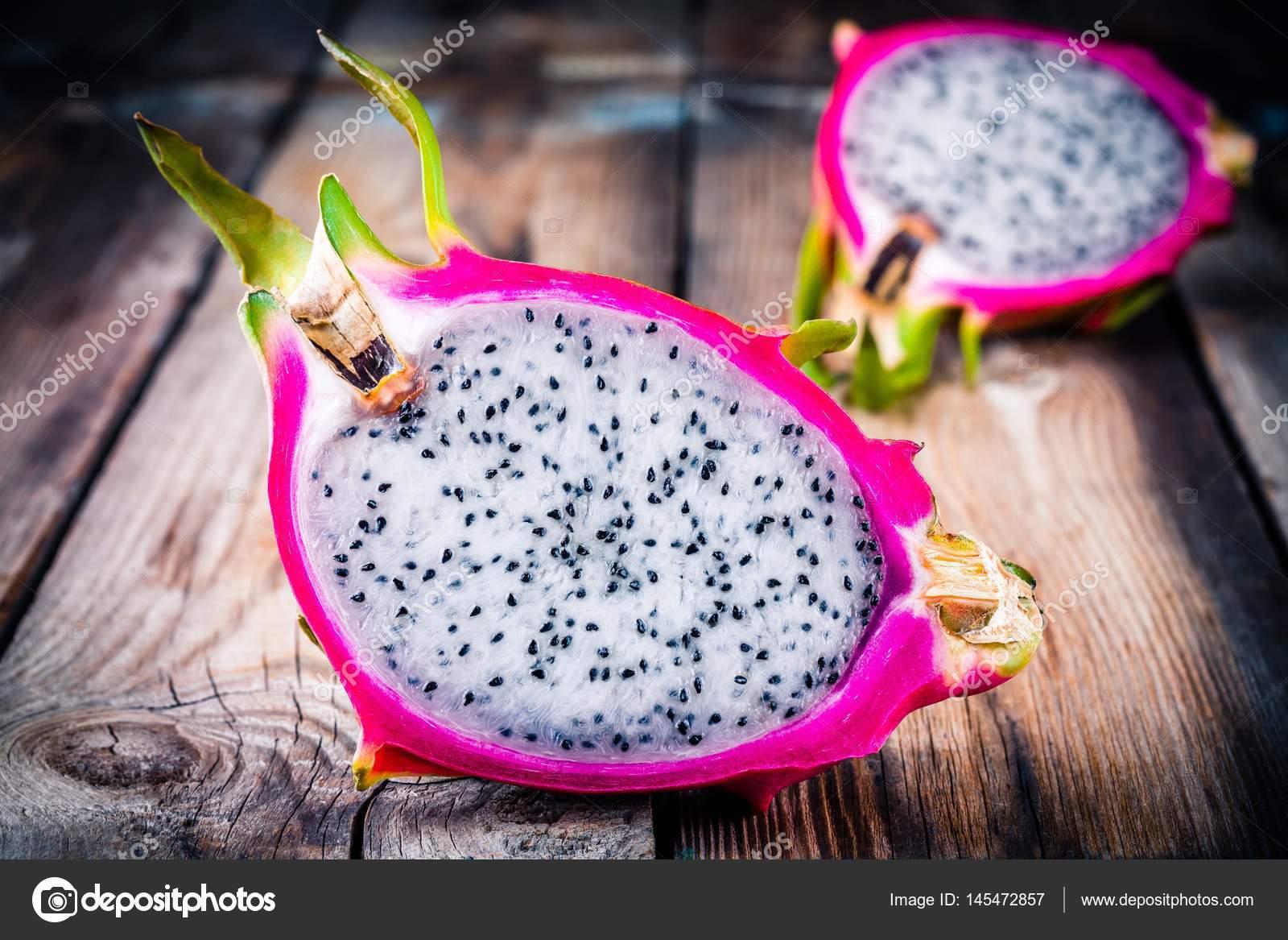 Fruta Tropical Dragon O Pitaya Fotos De Stock C Nblxer 145472857
