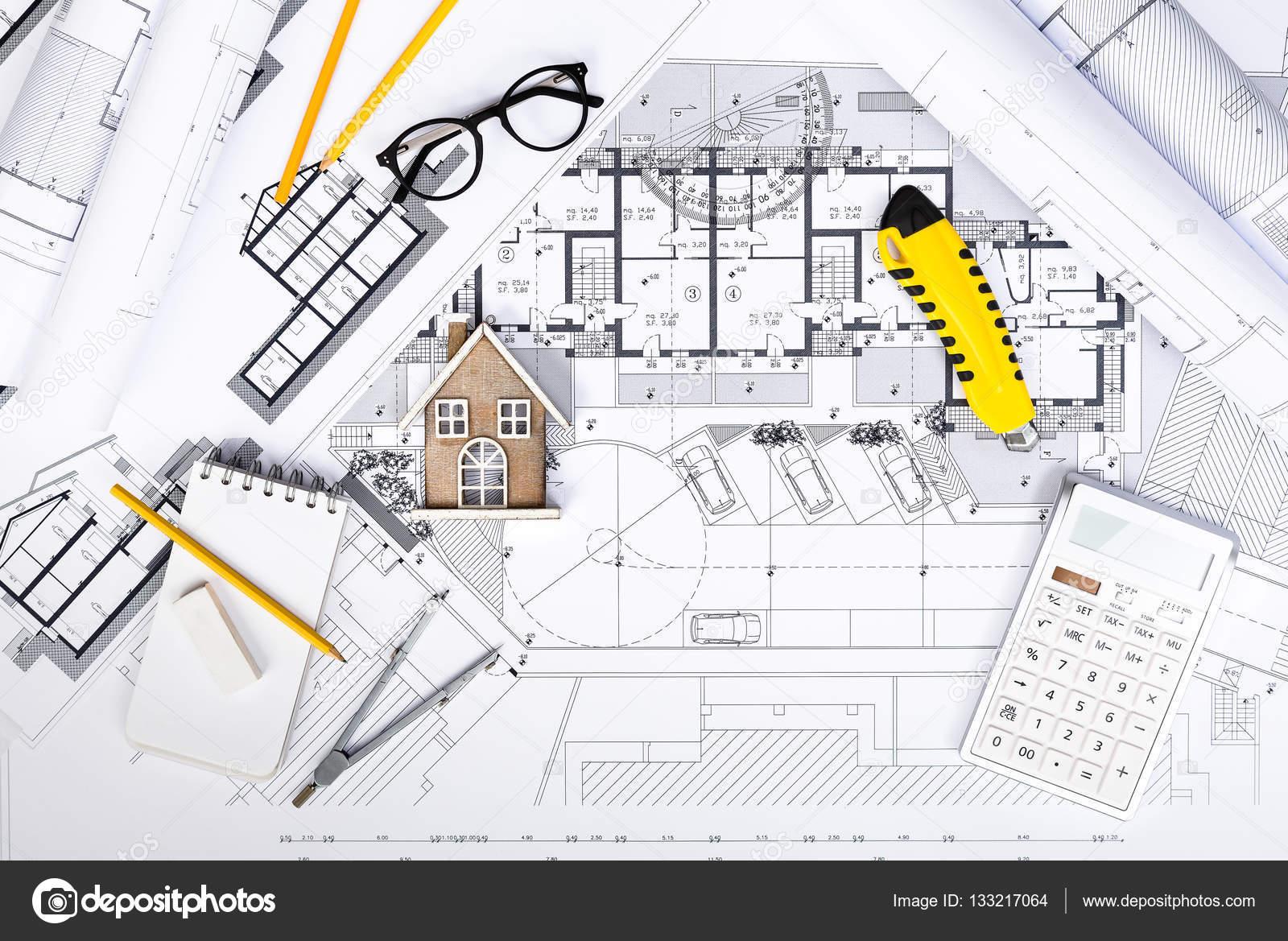 Planos de construcci n con herramientas de dibujo y casa for Planos de construccion