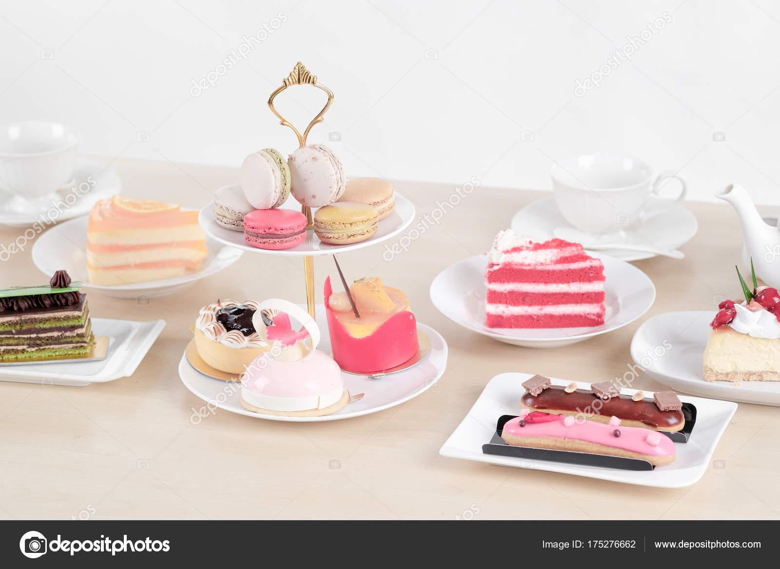 Schöne Kuchen Und Dessert Auf Holztisch Pastellfarben Soft Fokus U2014 Stockfoto