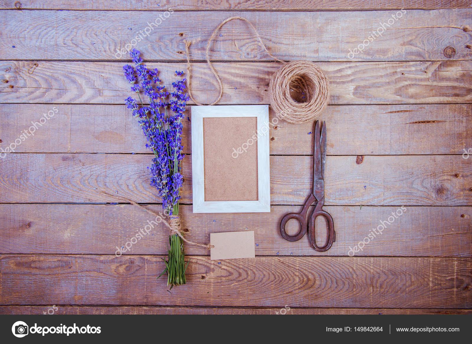 Leere Bilderrahmen und Duft von Lavendel — Stockfoto © nata-lunataD ...