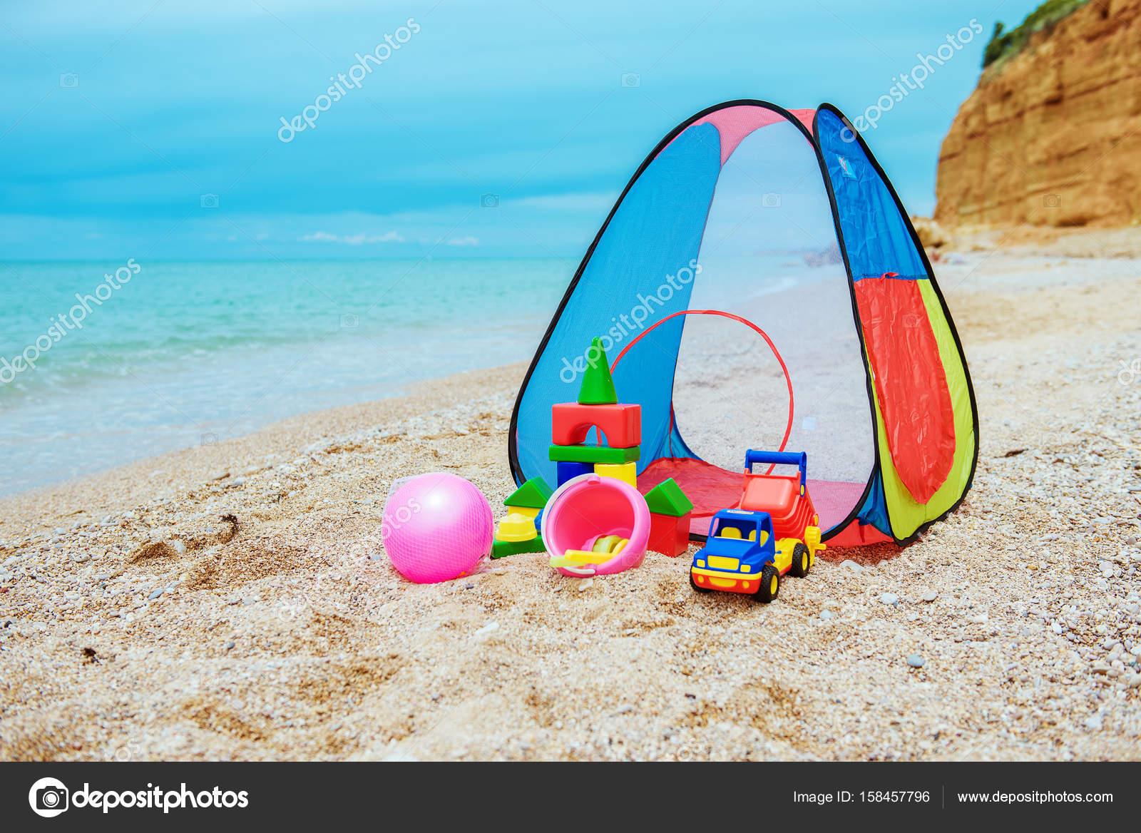 Tenda per bambini e giocattoli per bambini u2014 foto stock © nata
