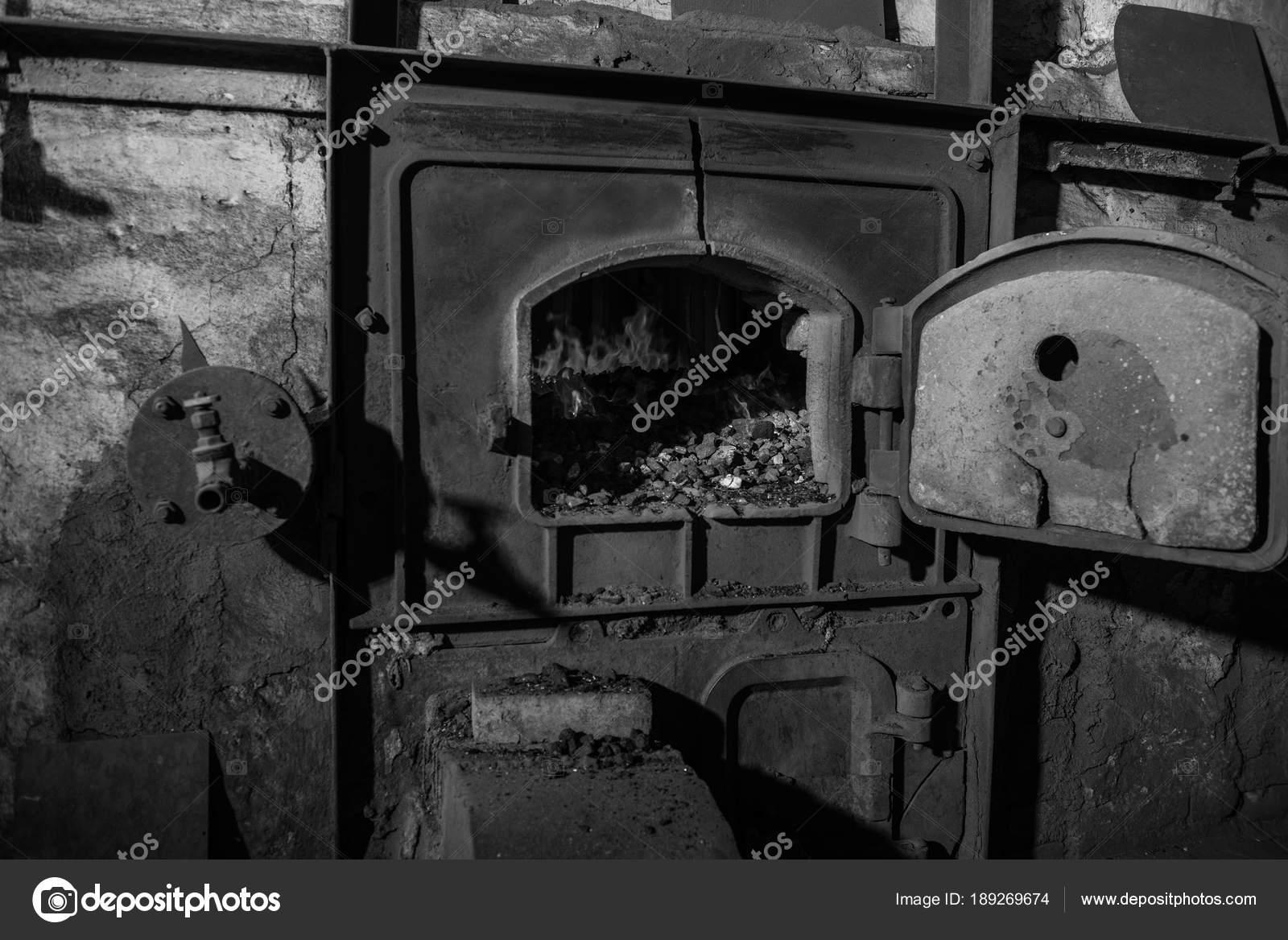 Kohle Befeuerten Kessel Haus Kessel — Stockfoto © nata-lunataD ...