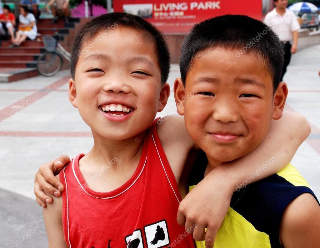 Pengzhou China Happy Chinese Boys Stock Editorial Photo  # Bois En Chaene