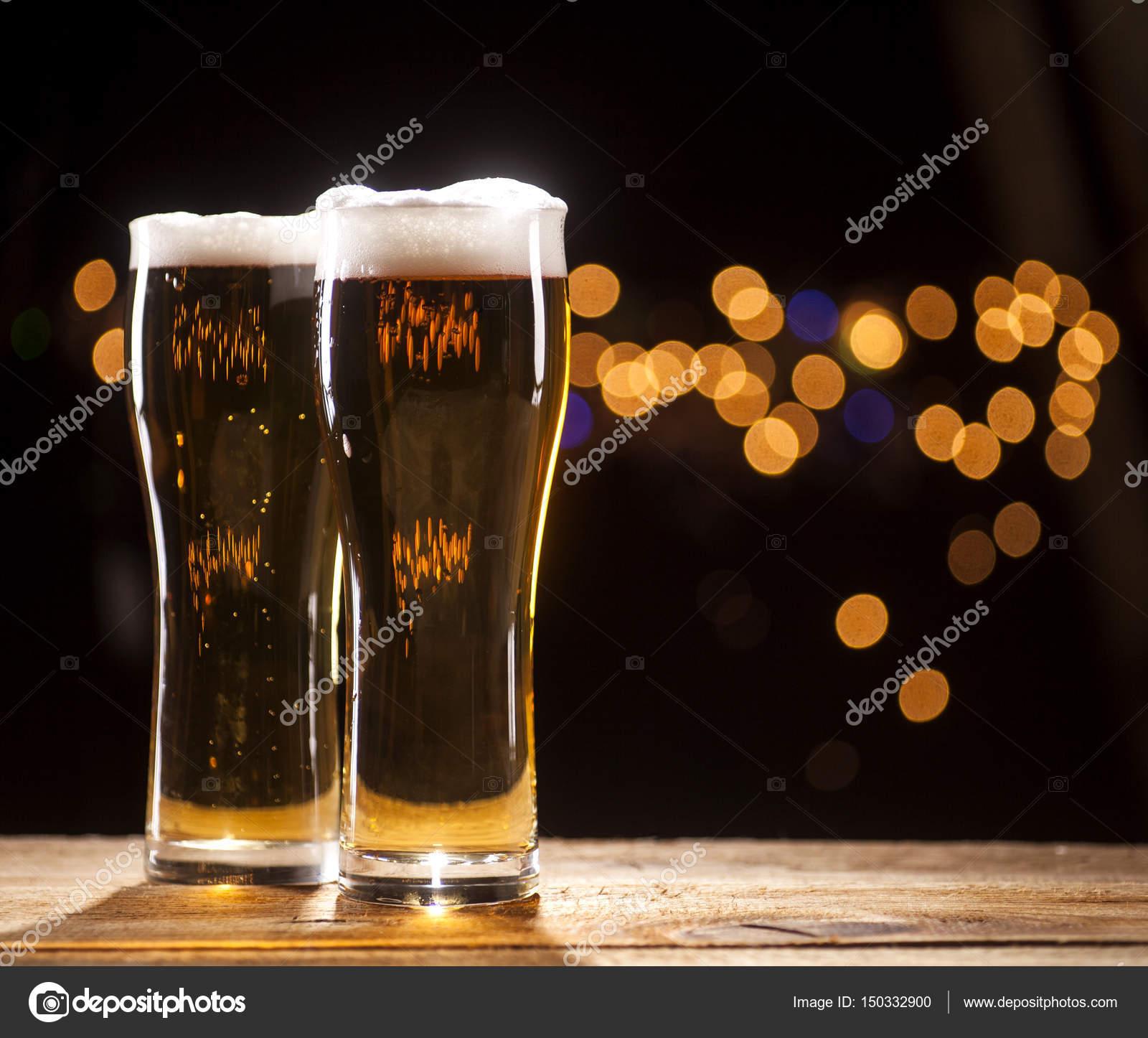 Due bicchieri di birra il bar illumina la priorit bassa for Bicchieri birra prezzi