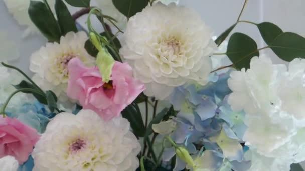csokor finom, gyönyörű, sokszínű virágok