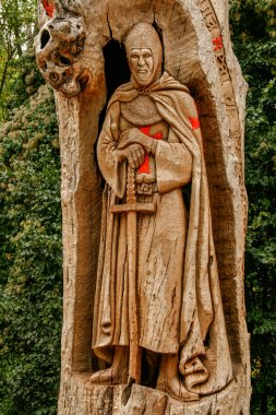 Priaranza del Bierzo, Len, Spain; 09/29/2007; Templar knight monument carved in the wood of a tree trunk