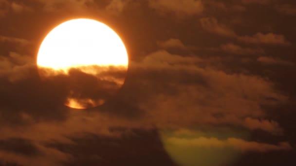 Sunset ég narancs ég narancs felhő kültéri nyári természet.Big Sun
