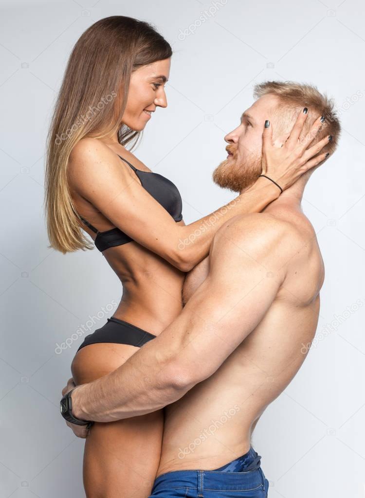 Strong bearded man hold up sexy woman in lingerie — Stock Photo
