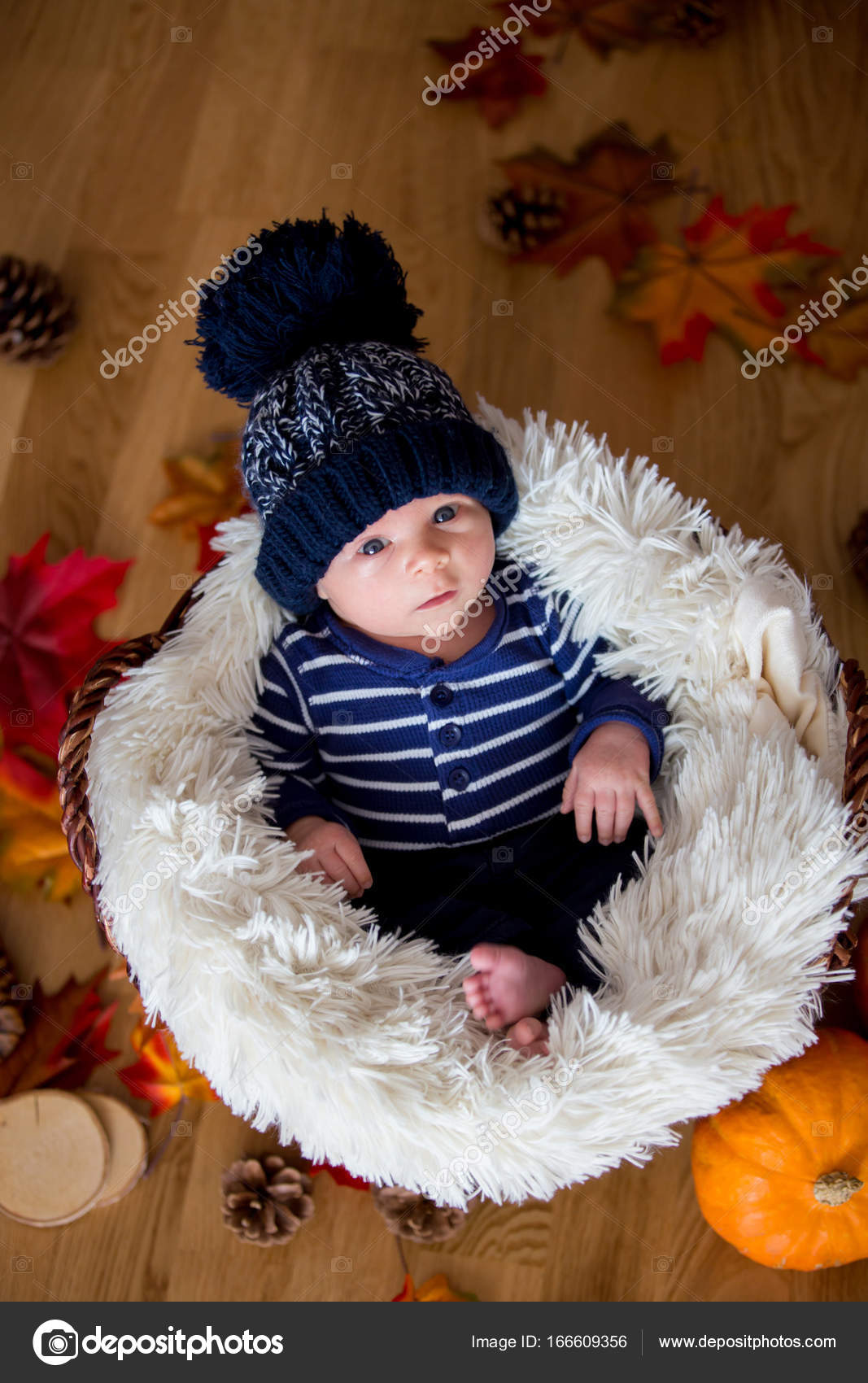 bf73cde8b35 Cute newborn baby boy with knitted hat in a basket — Stock Photo © t ...