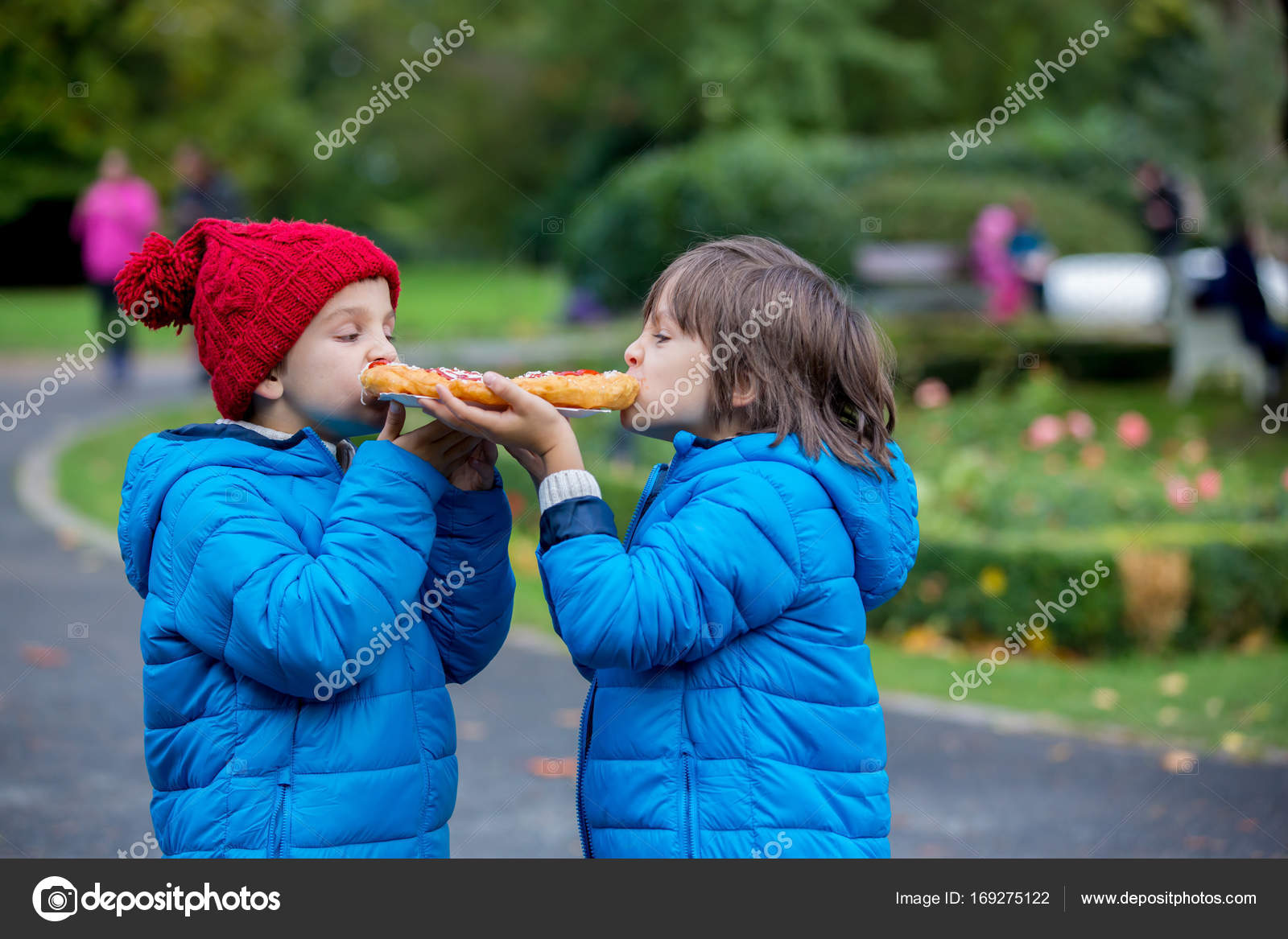 Junge Vorschule Chyoung Kinder im Vorschulalter, junge Brüder, Essen ...