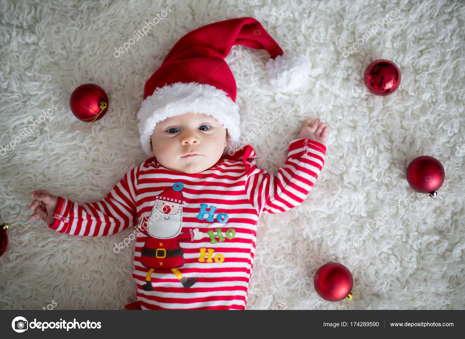 Foto Di Natale Neonati.Ritratto Di Natale Di Carino Piccolo Neonato Foto Stock