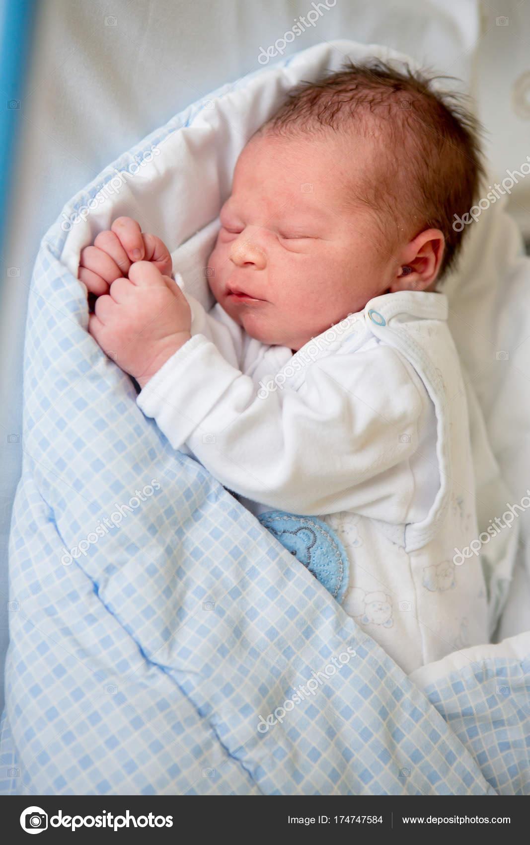 fecha de lanzamiento: envío gratis elige auténtico Dormir bebe recien nacido en cuna | bebé recién nacido en ...