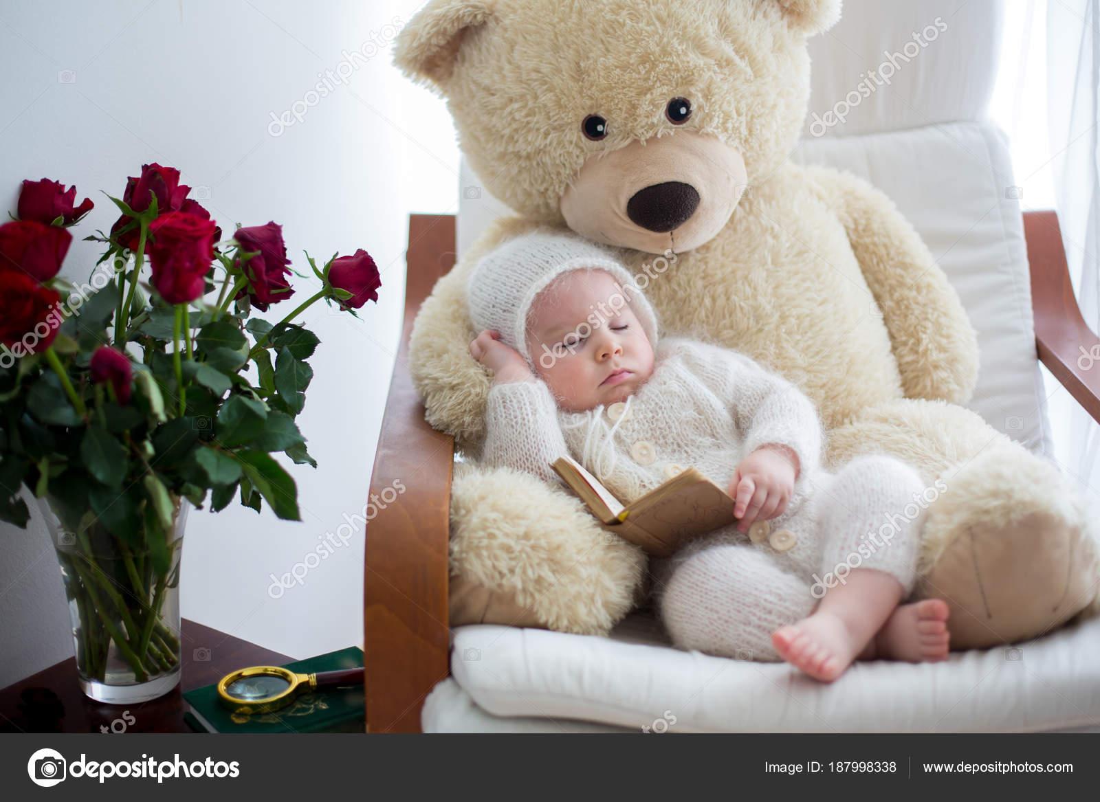 Doce bebê menino 6856df66b778f