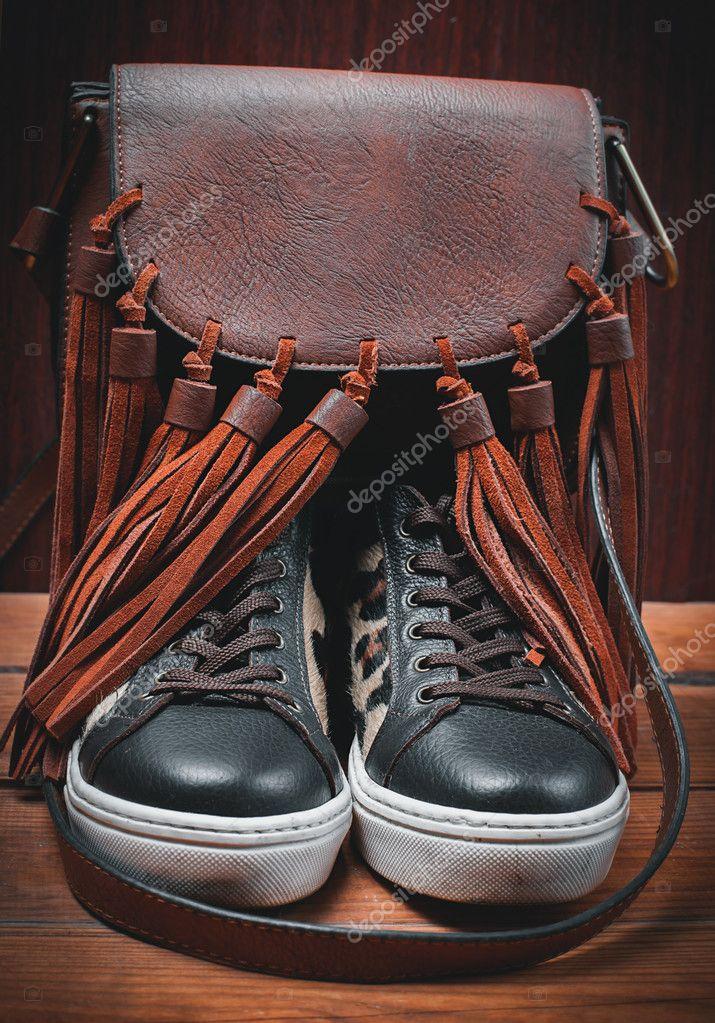 f573d29355f Σύνολο προϊόντων Γυναικεία παπούτσια διακοσμημένα με φθινοπωρινά αξεσουάρ — Φωτογραφία  Αρχείου