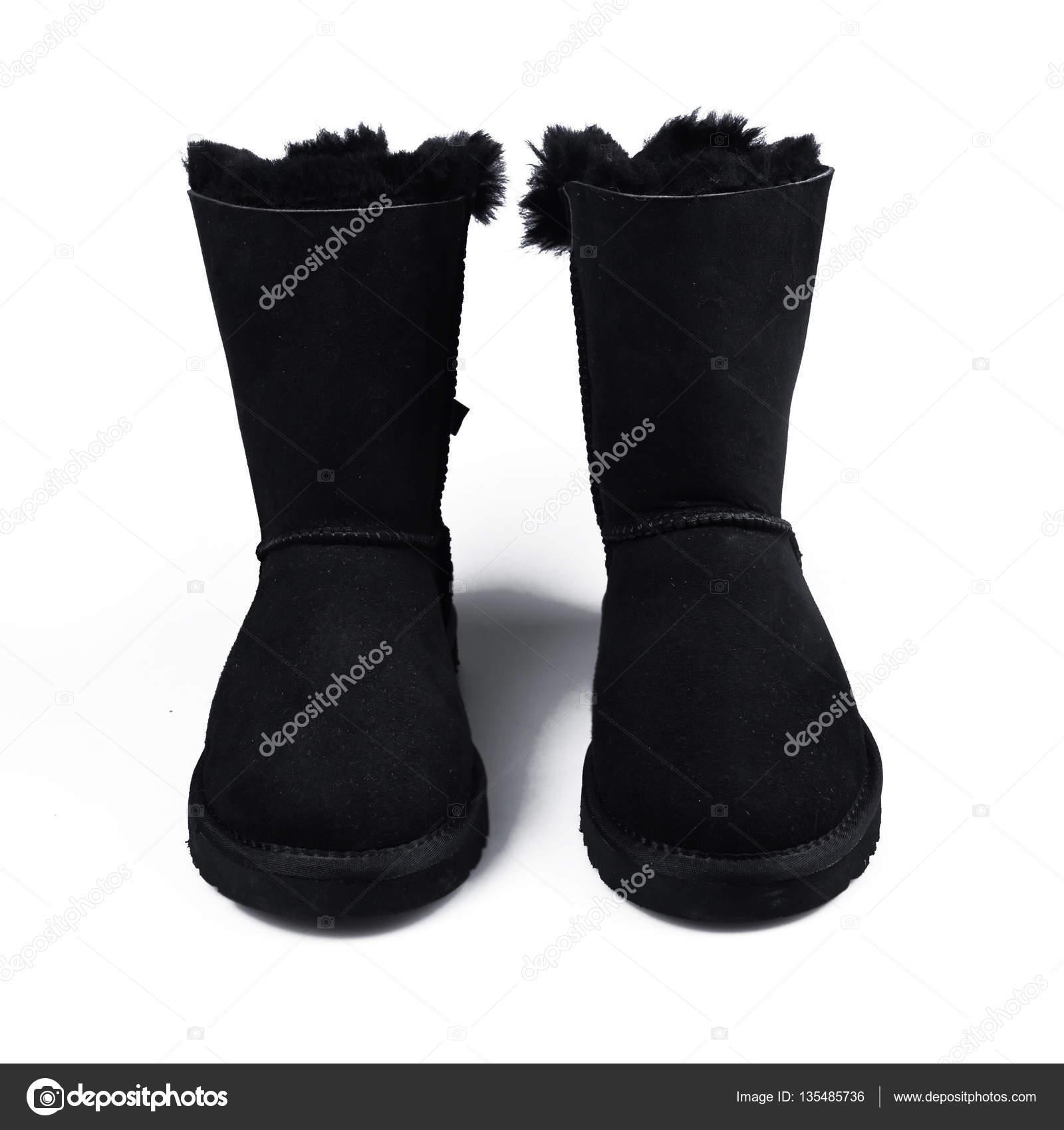 Australische schwarze trendige Winterschuhe. Damen Stiefel auf weißem Fell  — Stockfoto 3e583c2a30