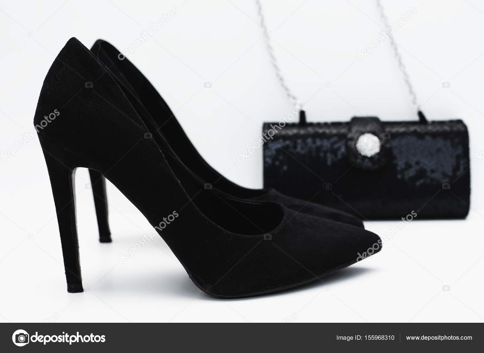 super popular 483f6 e1711 Eleganti neri tacchi alti con la borsa — Foto Stock ...