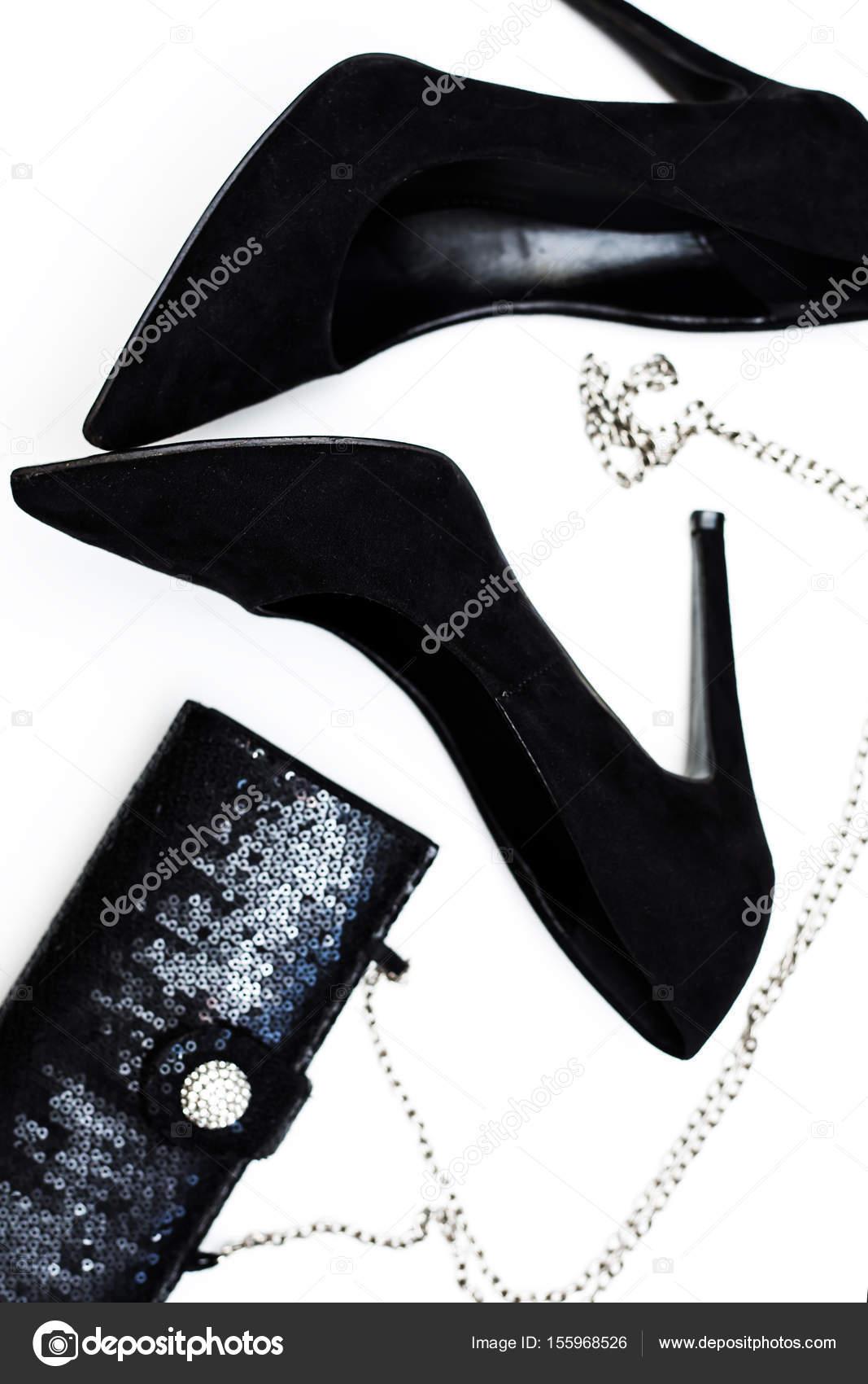 1635b2700a8 Γυναικεία μαύρα παπούτσια μόδας με τσάντα — Φωτογραφία Αρχείου ...