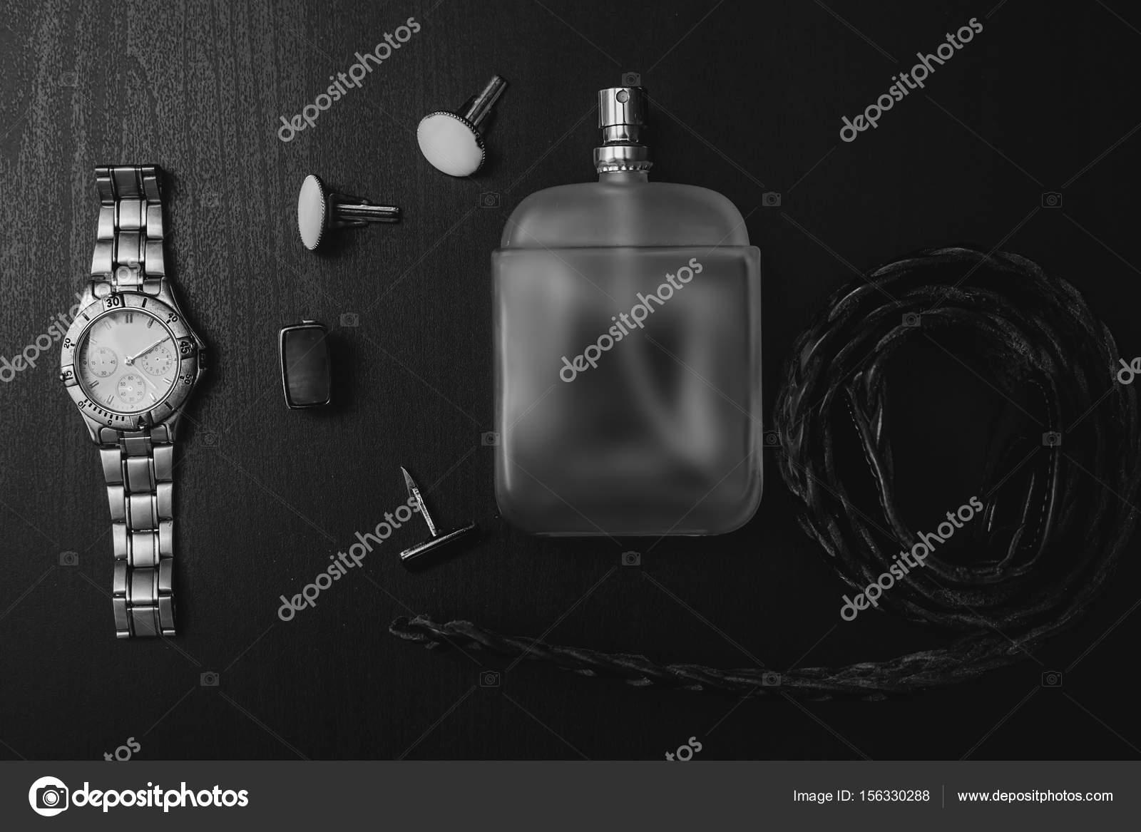 2d083602fee Ανδρικά αξεσουάρ. Παρακολουθήστε με άρωμα και μανσέτα — Φωτογραφία ...