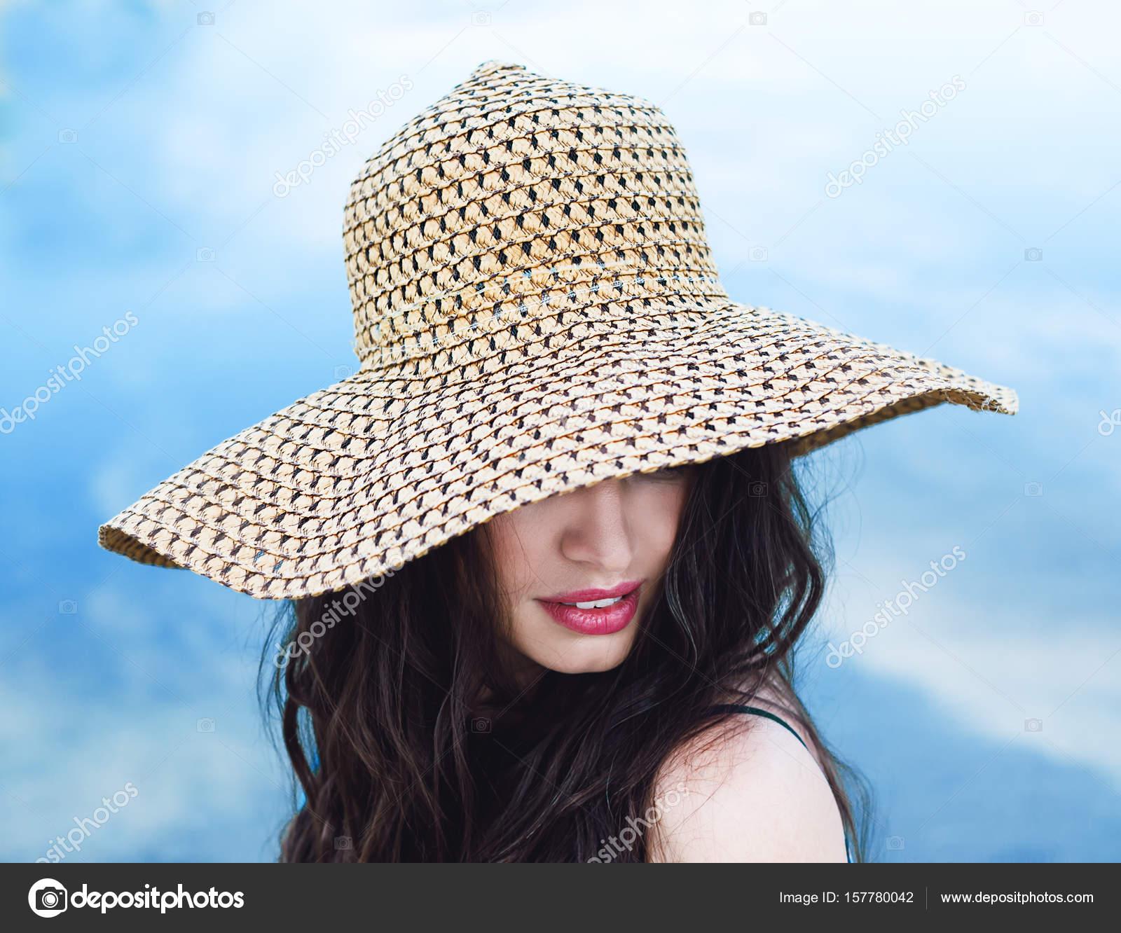 Шляпа большая волосатая