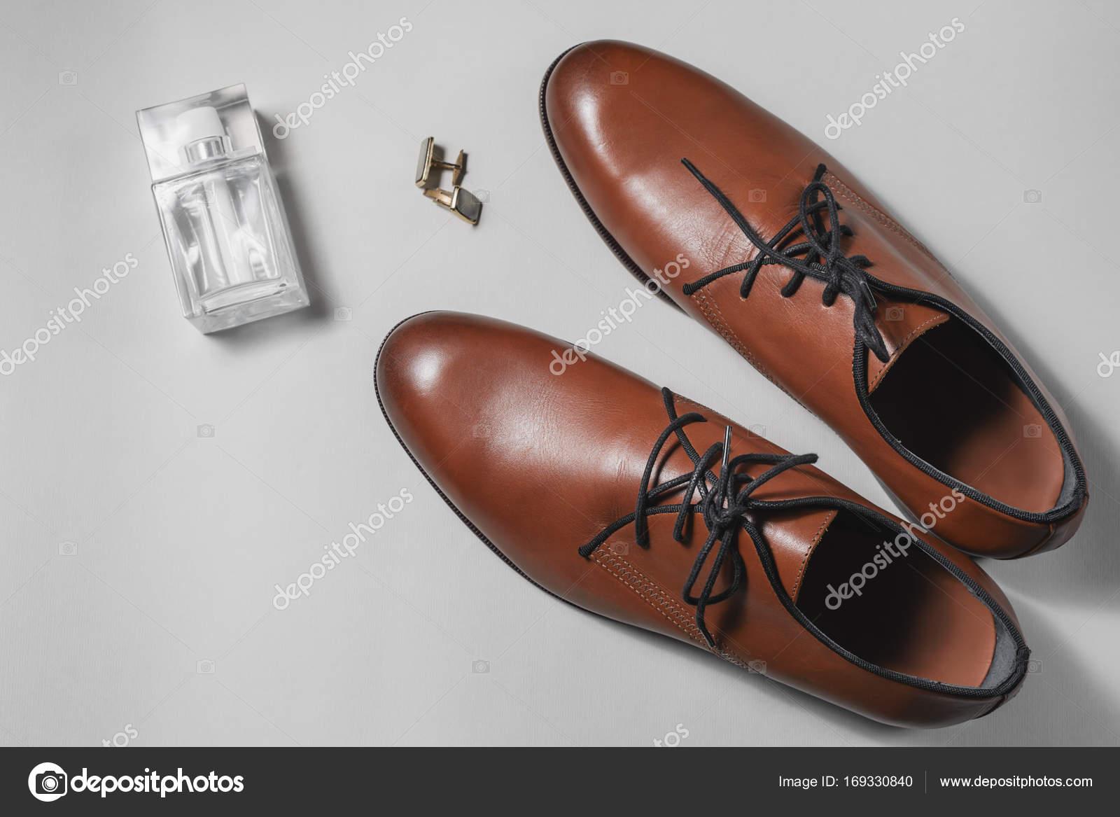 5d9353fa322 Ανδρικά αξεσουάρ. Παπούτσια με άρωμα και μανσέτα — Φωτογραφία ...