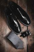 Pánské módní doplňky: boty s manžetou a parfémy