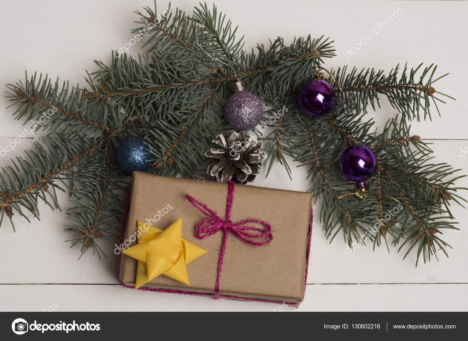 Braune Christbaumkugeln.Christbaumkugeln Und Dekorationen Stockfoto C Stetsik