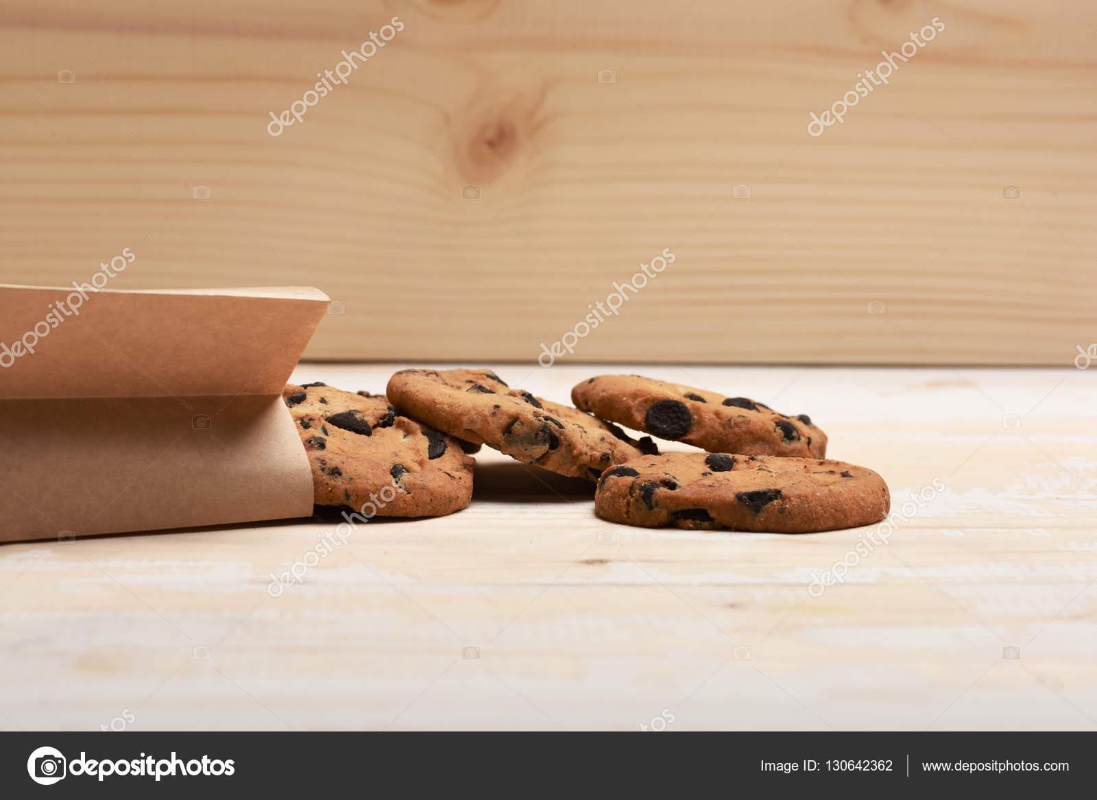 Biscuits à l'avoine au chocolat sur fond vintage — Photographie stetsik ©  #130642362