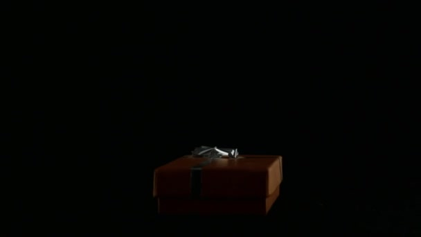 Dárkové krabičce na černém pozadí