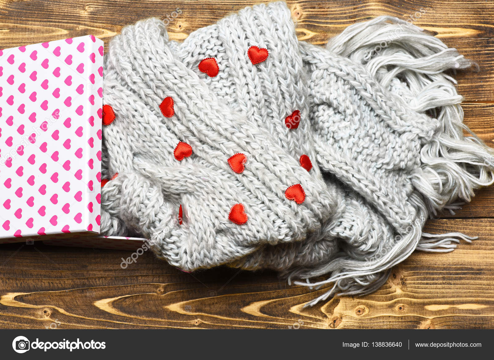 red valentines heart, present box and knitted scarf on wood — Stock ...