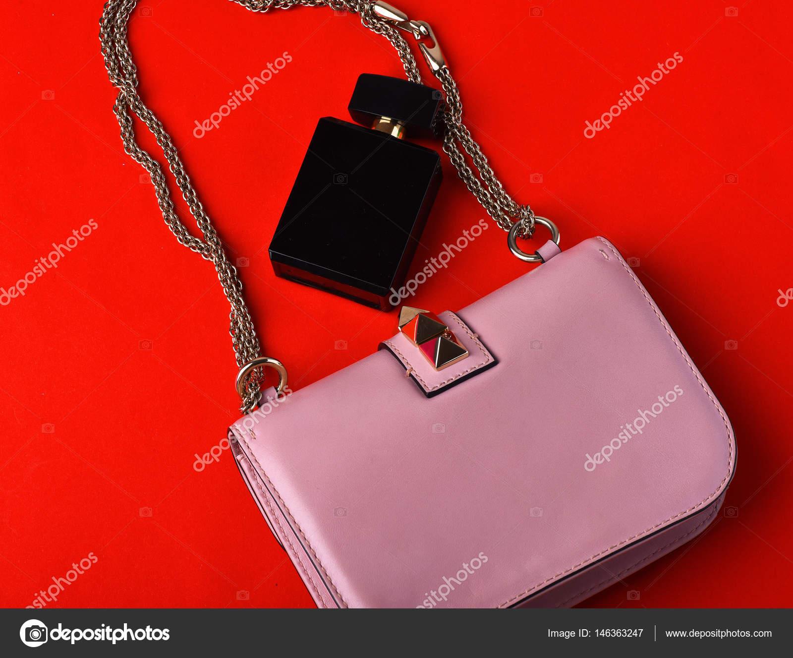 9db4bad044ddcd Leuke mooie kleine dames lederen roze modieuze tas met decoratieve metalen  spikes
