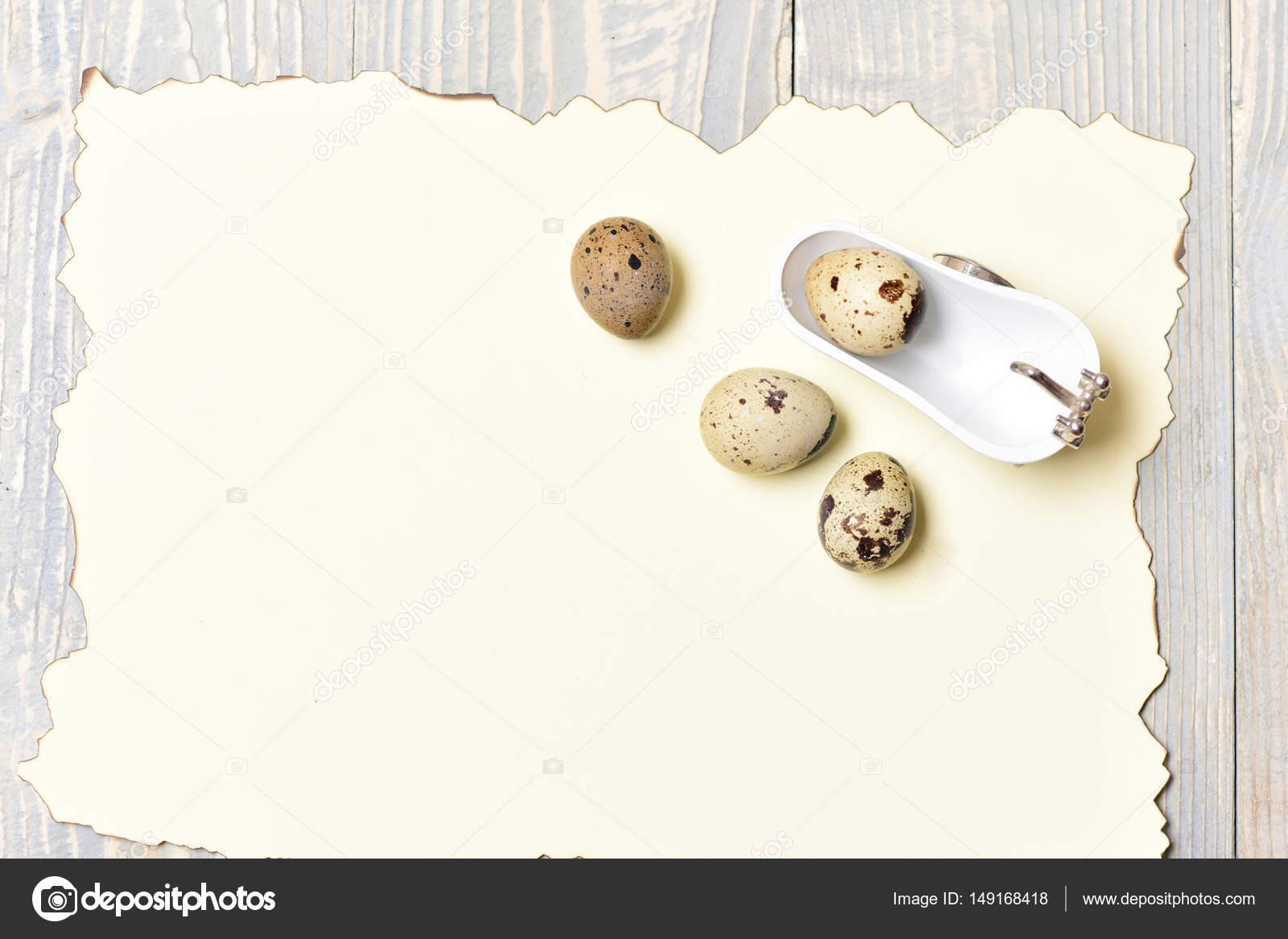 Vasca Da Bagno Uovo : Uova di quaglia in vasca da bagno bianco con carta vacanze di